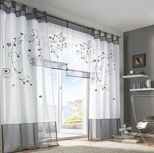 Легкие шторы в спальной комнате