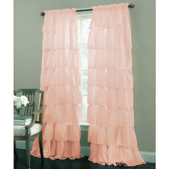 Розовые шторы в комнате