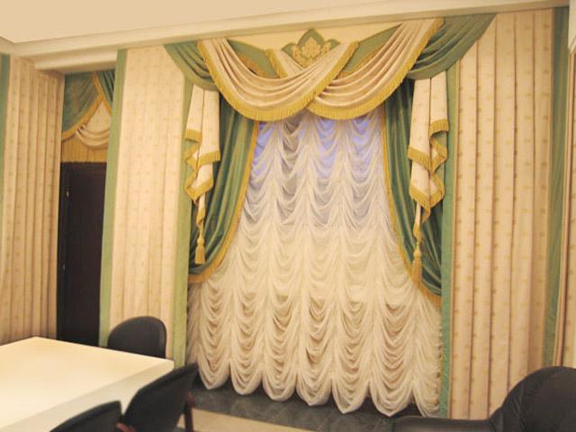 Французские шторы в зале