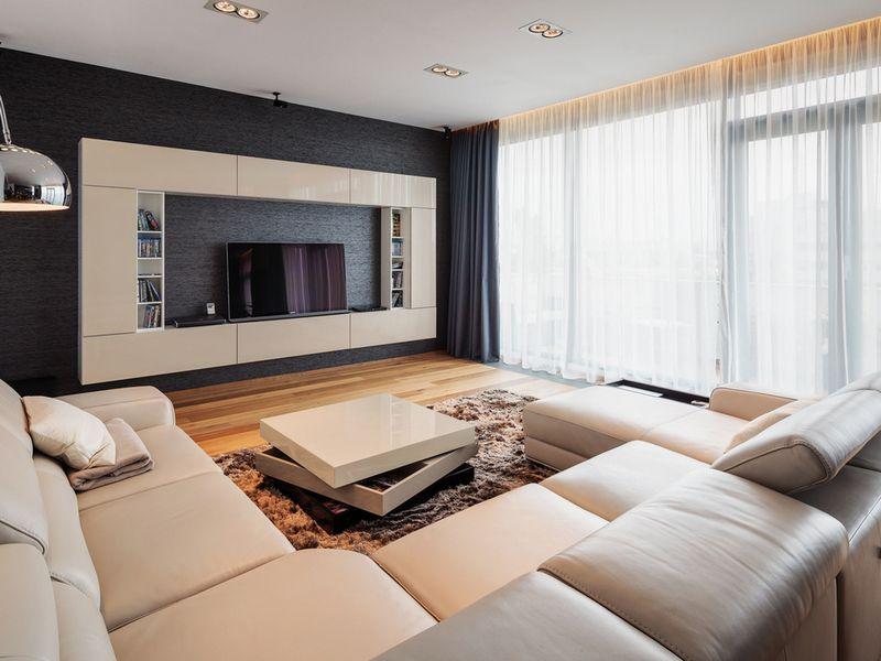 Шторы в гостиной в современном стиле