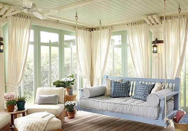 Легкие шторы на веранде