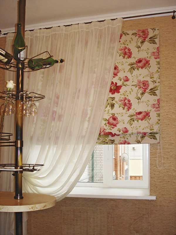 Симпатичные шторы на кухне