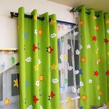 Оформление скошенного окна с помощью штор на люверсах