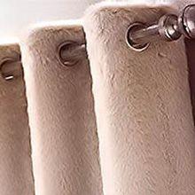 Шторы из меха, это не только необычно, но еще и практично: они надежно защитят от холода, идущего от окна зимой